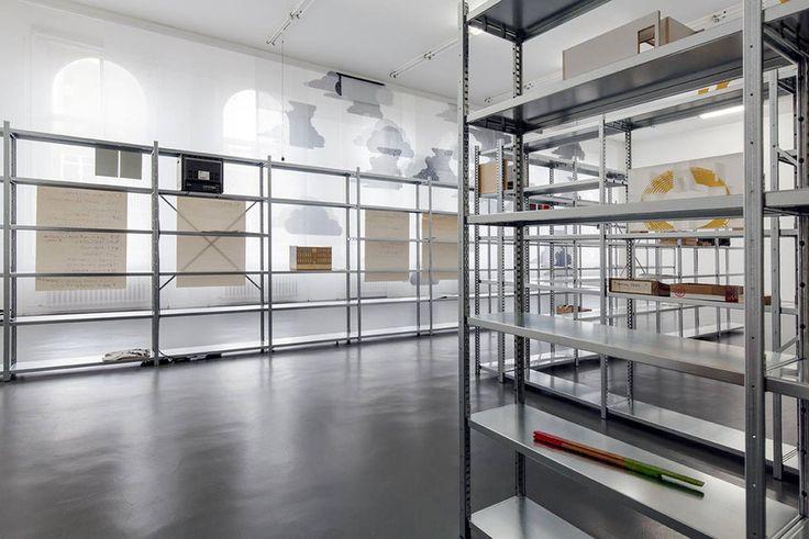 (etageres - murs style international) Witte de With, Center for Contemporary Art - Bik Van Der Pol