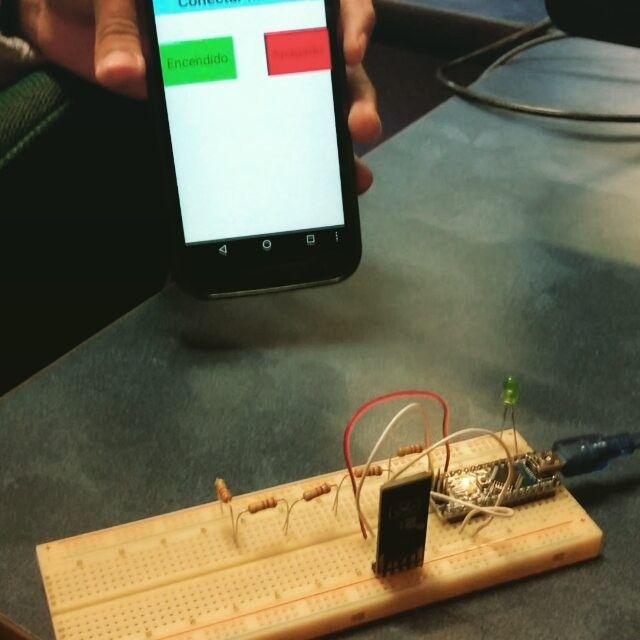 Logramos conectar android con arduino a través del módulo de Bluetooth . Ahora hay que meterle más dificultad. :) #arduino #electronics #classroom #bluetooth #engineering #electronica by ludthor_