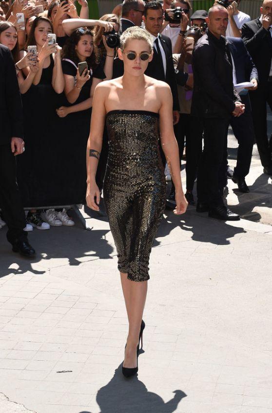 #Fashion, #KristenStewart Kristen Stewart - Chanel Fashion Show, Arrivals 07/04/2017 | Celebrity Uncensored! Read more: http://celxxx.com/2017/07/kristen-stewart-chanel-fashion-show-arrivals-07042017/
