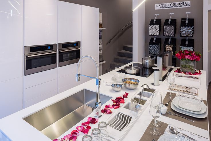 Lo scorso 28 gennaio è stato inaugurato il nuovo Concept Store di Porcelanosa in via Marghera a Milano, showroom dedicato ai professionisti del settore. Un negozio che ha come obiettivo quello di diventare un Hub del design. In un contesto che celebra avanguardia e design non poteva mancare Fulgor Milano, con la sua cucina professionale ed elegante.