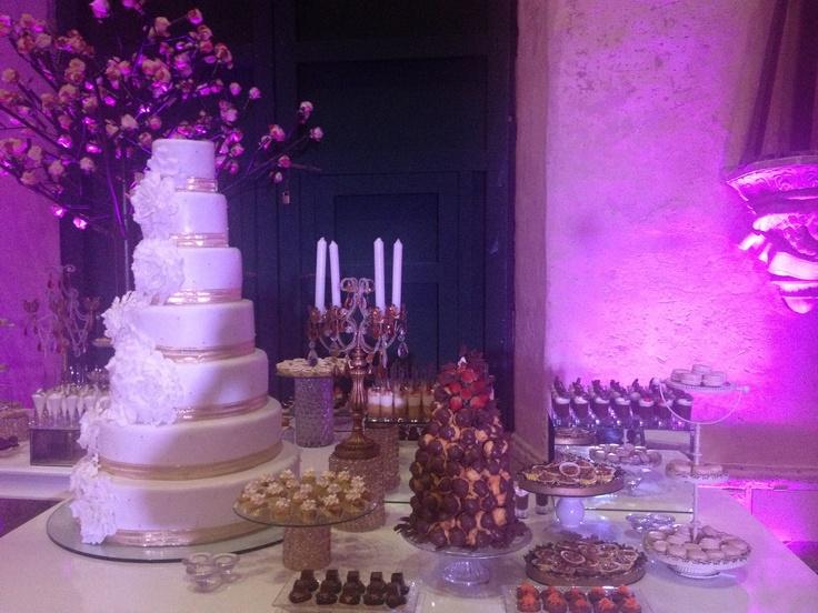 Romantic wedding cake.