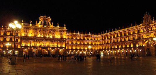 De acuerdo a los datos del Instituto Nacional de Estadística en el año 2016 poseía una población de 144 949 habitantes. Su área funcional estable alcanza los 203 999 ciudadanos, lo que la convierte en la tercera más poblada de la comunidad, tras la de Valladolid y la de León.