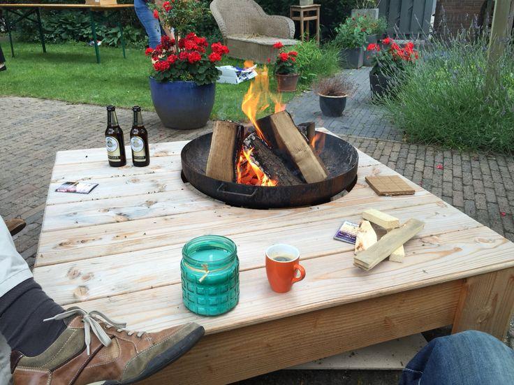 Tafel met vuurkorf