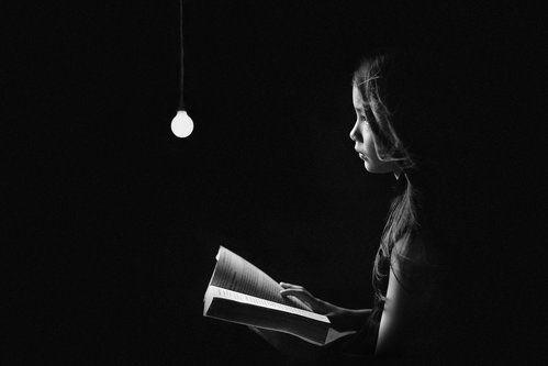 nonie membaca buku by Teguh Yudhi Winarno