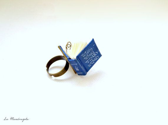 Tiny Blue #Book #Ring. #Tardis Doctor Who. Adjustable di Mandragola