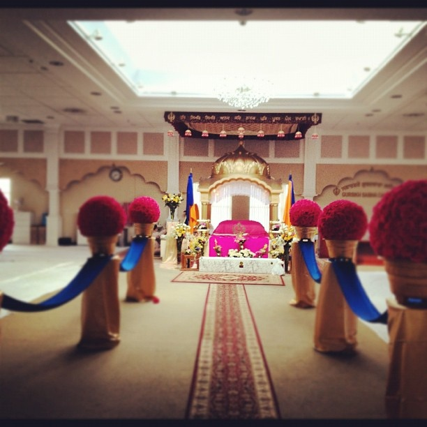 Scarborough Gurdawara. What is your view on the wedding decorations down the middle? Are we making a place of worship more like a party hall? Are they a distraction or is this the new trend? Is this happening in other Gurdwaras? For me it's a distraction | Flickr - Photo Sharing!