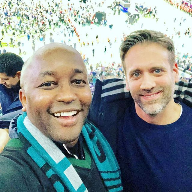 Selfie with Max Kellerman last week at the SuperBowl. LasikBoss is a huge Boxing fan. http://ift.tt/2sn3ELI #Boxing #lasikboss #maxkellerman #mayweatherpacquiao #sidgicherumd #smilevisioncorrection