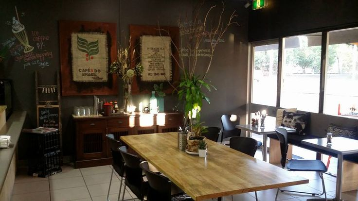 Great Little Place: Great coffee (Melbournian reviewer!) although some food reviews not that good. Facebook page - no website