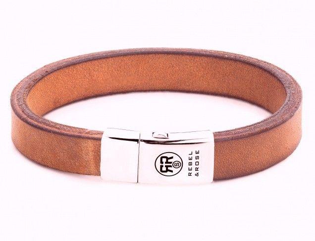 Rebel and Rose Armband Vintage Cognac 21 cm RR-L0045-S. Een mooie cognackleurige, lederen armband met zilveren sluiting. De sluiting is voorzien van het logo van Rebel & Rose. De band is 11 mm breed en heeft een lengte van 19,5 cm. Rebel & Rose armbanden worden vervaardigd uit natuurlijke materialen en onderverdeeld in meerdere collecties zoals 'Stones Only', 'More Balls Than Most', 'Lion Head', 'Absolutely Leather' en de 'Sterling Silver Line'.