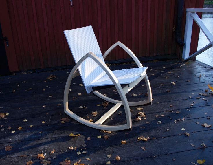 Time is precious, moments priceless. While the autumn approaches, moments fade away like the last glows of sun light of the summer. Experience Rock For Peace number One rocking chair - natural white.