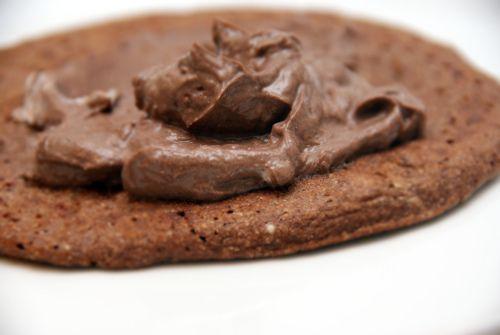 Chocolate protein pancake with chocolate cream.  Sjokolade protein pannekake med sjokoladekrem.