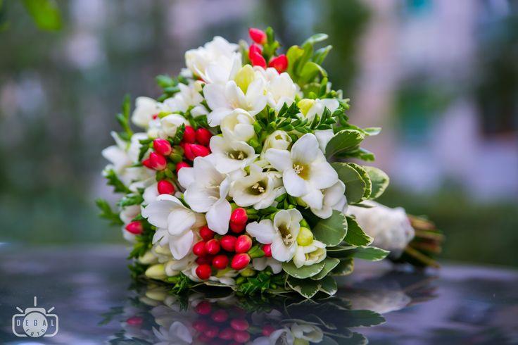 Fiecare floare din buchetul tău de nuntă reprezintă caracterul tău și prevede un viitor al cuplului noi format. Alege cu înțelepciune și exprimă-ți alegerea printr-o poză a celui mai important buchet primit vreodată!