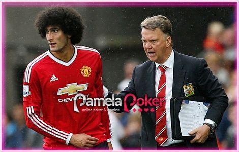 Berita Bola Manchester United Louis Van Gaal Ia Kecewa dengan para pendukung yang bersorak ketika substitusi Marouane Fellaini pada hari Minggu