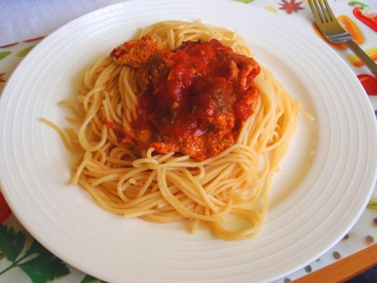 Aneta Goes Yummi: Rozmarínové mäsové guľôčky Jamieho Olivera zapekané v paradajkovej omáčke so špagetami