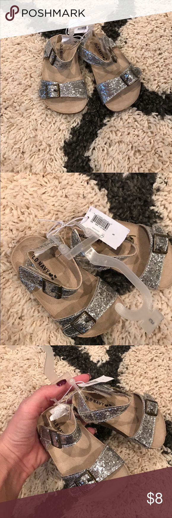 Old Navy Sandals 💜Size 5 Old Navy Sandals 💜Size 5 NWT Clean, smoke free home. Baby/toddler size 5. Old Navy Shoes Sandals & Flip Flops