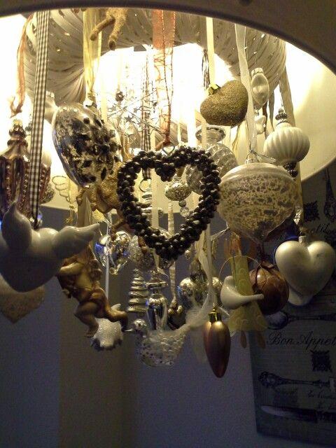Kerstdecoratie onder de lamp