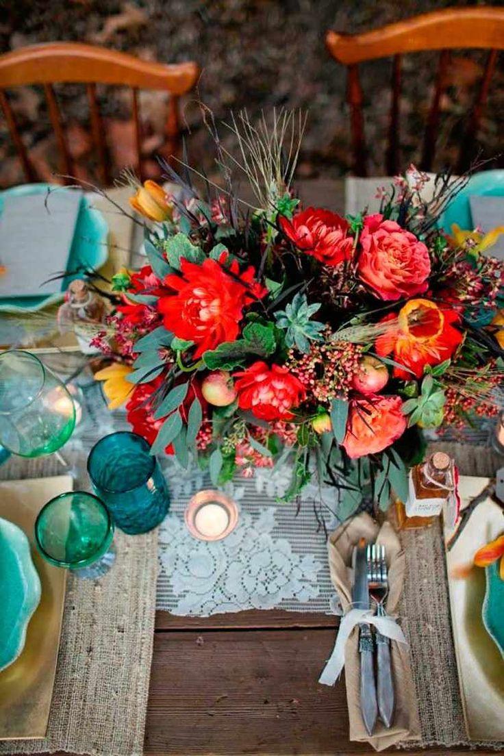 déco de table champêtre et vintage - chemin de table en dentelle et composition de pivoines rouges, pommes et épis de blé