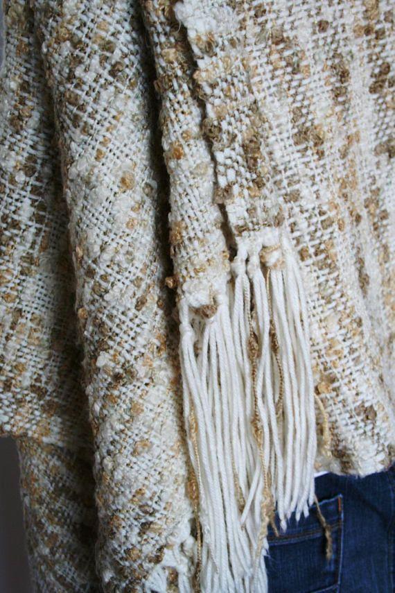 Stola beige di lana tessuta a mano al telaio