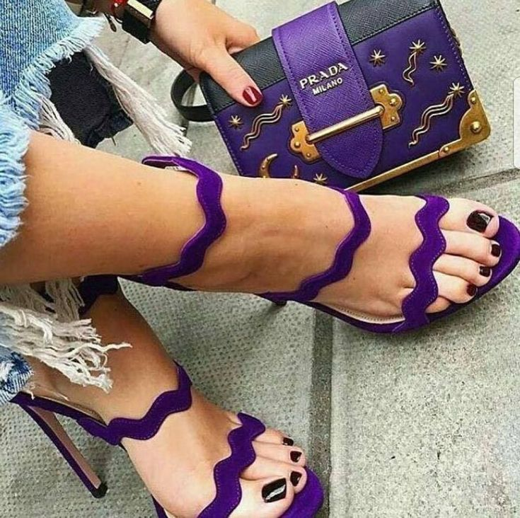 Gold Heels : Photo #hothighheelscurves