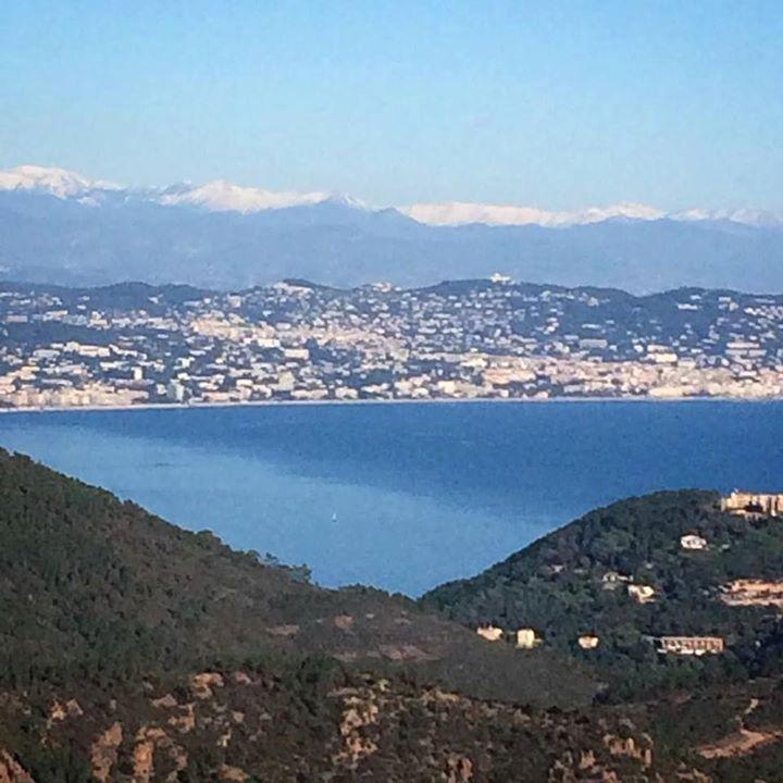 La neige les montagnes la mer il y en a pour tous les goûts #Cannes #neige #alpes #Estérel #rando #randonnee #hike #cotedazur #seaview #france #montagne #frenchriviera #hiking #visitvar #visitesterel #mysaintraphael #cotedazurnow #frejus #routard #excursion #agay #var #trail #marche #marchenordique http://ift.tt/2iac4jn