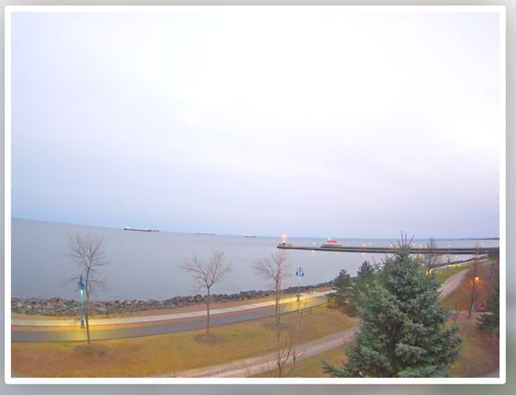 Live webcam from Inn on Lake Superior, Duluth MN