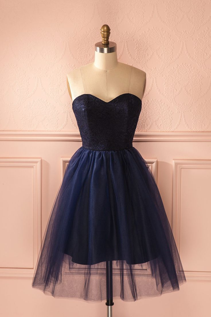 Maintenant que la danseuse étoile est sur scène, le ballet de l'amour peut commencer.  Now that the prima ballerina is on stage, the love ballet may begin. Blue lace and tulle bustier dress www.1861.ca