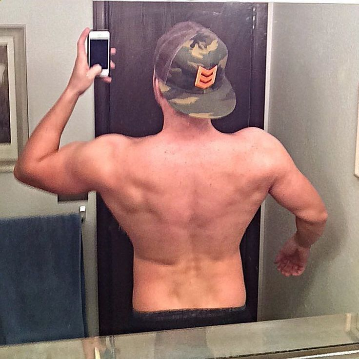 Slowly but surely the back is getting there thanks to the new workouts and diet plan. Can't wait to see what it's looking like come summer time. #aesthetics #aestheticrevolution #takecontrol #motivation #fitspo #fitness #fitnessmodel #model #bodybuilding #abs #alphaclothing #shredz #npc #likeforlike #inspiretheuninspired #gymshark #trainharderthanme #aestheticsarmy #physique #guyswholift #alpha #gym #betancourtnutrition #lvft #goldenaesthetics #versusclothingco #teamneverhome #aestheti...