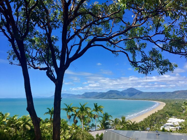 How to spend a day in Port Douglas 🌴🌴🌴 #portdouglas #australia #queensland #rainforest #greatbarrierreef #lookout #view #scenery #beach #mountains