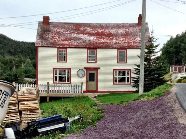traditional Newfoundland home with lobster traps (photo credit N.M. from www.house-crazy.com)