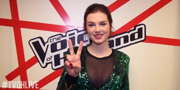 De winnares van The Voice Of Holland 2016, Maan de Steenwinkel, heeft voor haar debuutsingle een gouden plaat in ontvangst mogen nemen.