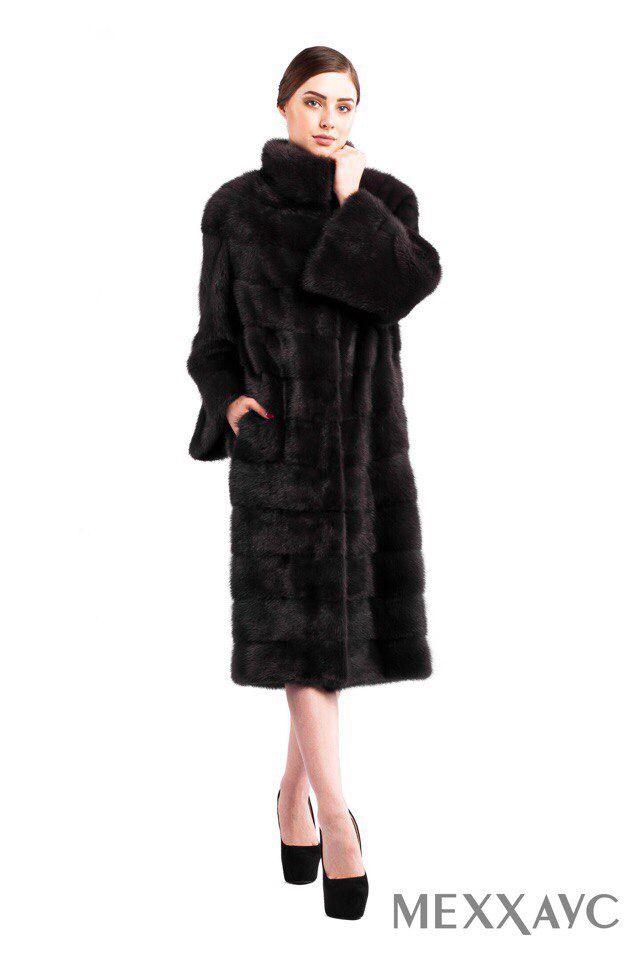 Этой зимой в моде разная длина меховых изделий — актуальны будут и укороченные полушубки и удлиненные шубы ниже колен или в пол. Из фасонов популярны классические шубы в стиле 60-х, которые делают силуэт утонченным и женственным. На нашем сайте меххаус.рф есть большой выбор моделей для каждой модницы. #МЕХХАУС #купитьшубу #купитьшубукиров #fashion #style #меххаус #шубы #модныешубы #шубыкиров #кировмех  #норкакиров #модамех #мода2017 #шубы #лучшиешубы #купитьшубу