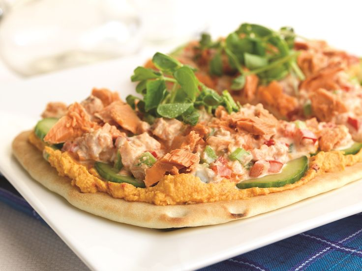 Make Life Easy with this Salmon and Roasted Pepper Hummus on Naan Bread recipe! LIKE us at https://www.facebook.com/goldseal #PinToWin #NoDrainer #MakeLifeEasy