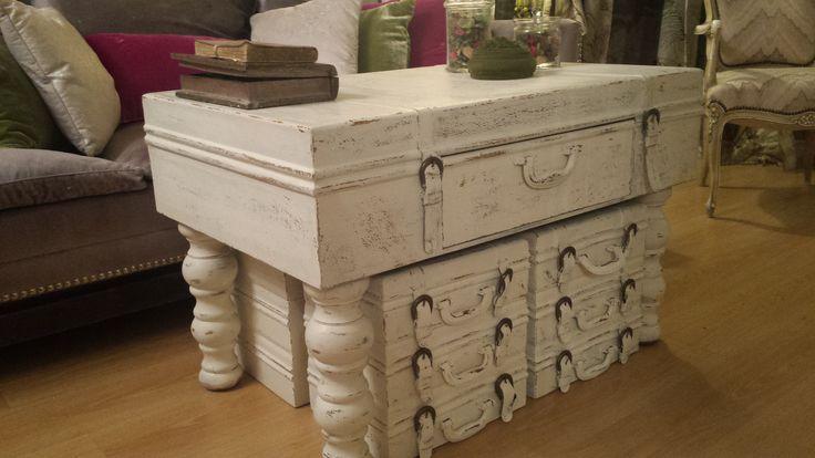 Mesa de centro con banquetas similando maletas antiguas - Muebles restaurados online ...