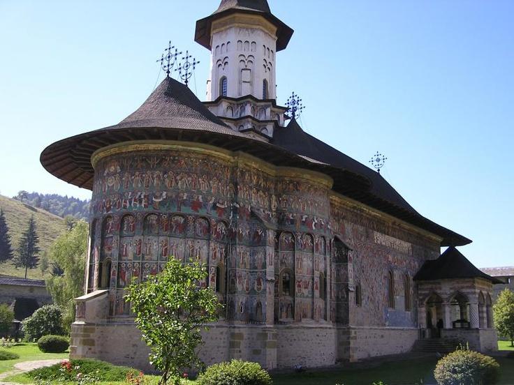 ユーラシア旅行社のルーマニア・ブルガリアのツアーで訪れるルーマニアのスチェヴィッツァ修道院