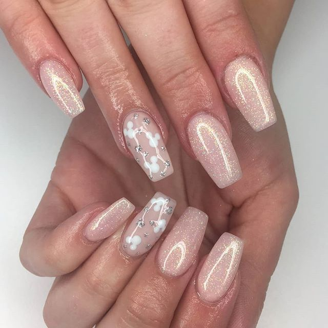 A Subtle Set Of Disney Beauties By Our Acrylics Angel Nafamandaif They Ain T Covered In Glitter We Don T Wanna Know Na Disney Nails Disney Acrylic Nails Nails