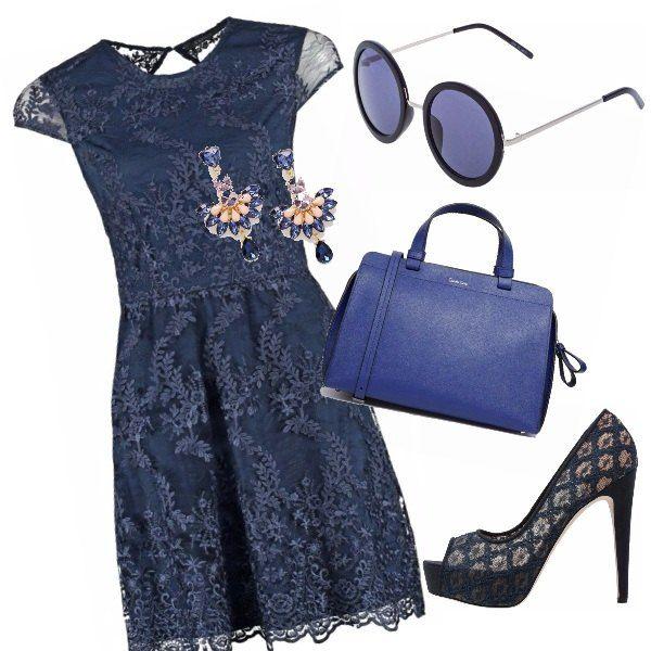 Blu & blu per la Primavera. L' abito corto è in pizzo e gli accessori sono volutamente tutti blu, mix romantico per il caffè del pomeriggio. Il bauletto richiama il colore degli occhiali e le scarpe sembrano nate con l'abito.