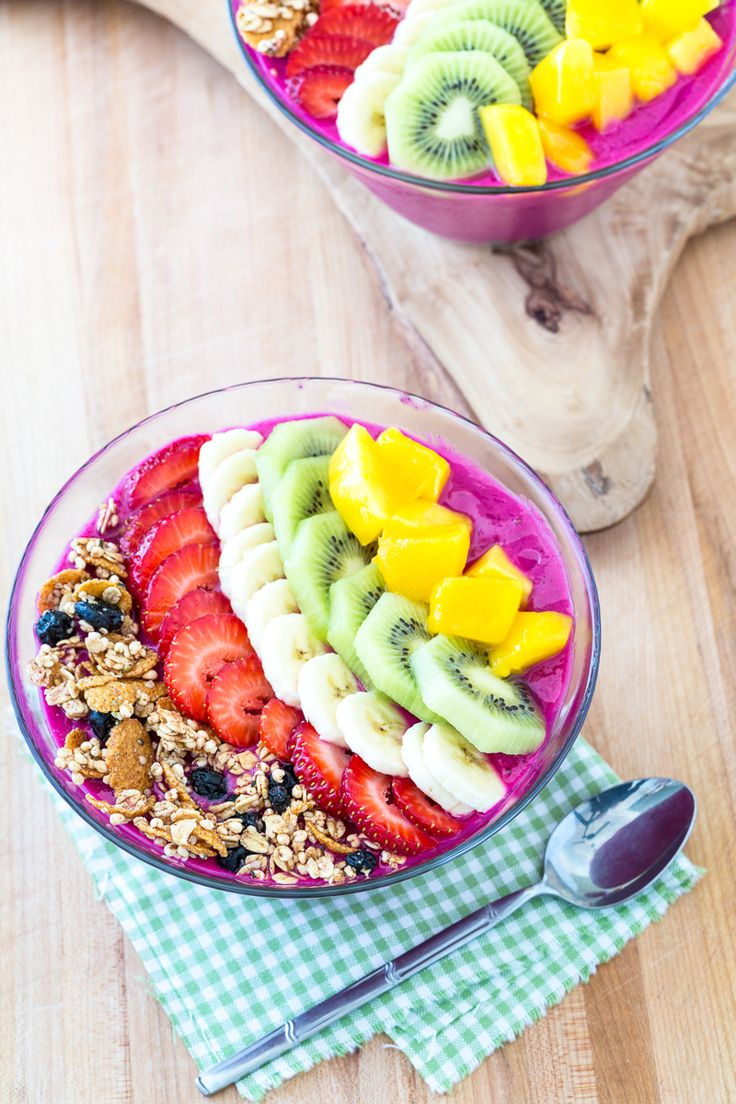 Your kids will LOVE this colorful #breakfast! Dragon Fruit Smoothie Bowl  {Selvera-approved: http://selvera.com/}