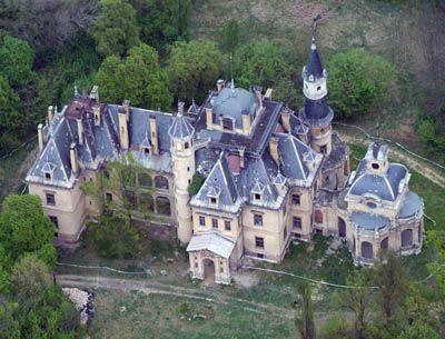 Tura kastélya légifelvételen