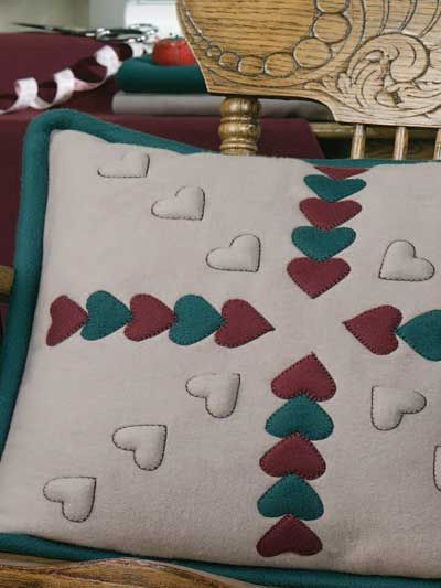 This free quilting pattern combines blind stitch applique and trapunto to make a lovely fleece accent for Valentine\u0027s Day. Finished pillow size is x - & 120 best Quilting - patterns: pillows images on Pinterest ... pillowsntoast.com