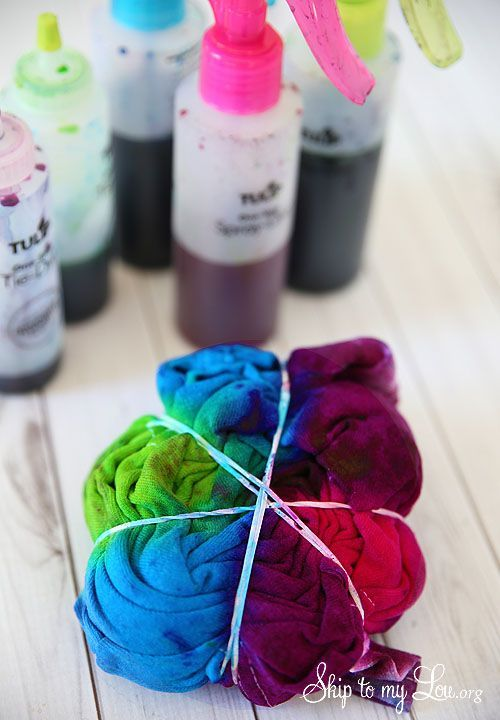 How to spiral tie dye t-shirts! #howto #craft skiptomylou.org