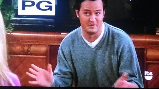 DID YOU GUYS KNOW MATTHEW PERRY (CHANDLER) IS MISSING PART OF HIS RIGHT MIDDLE FINGER?!?!?!?!
