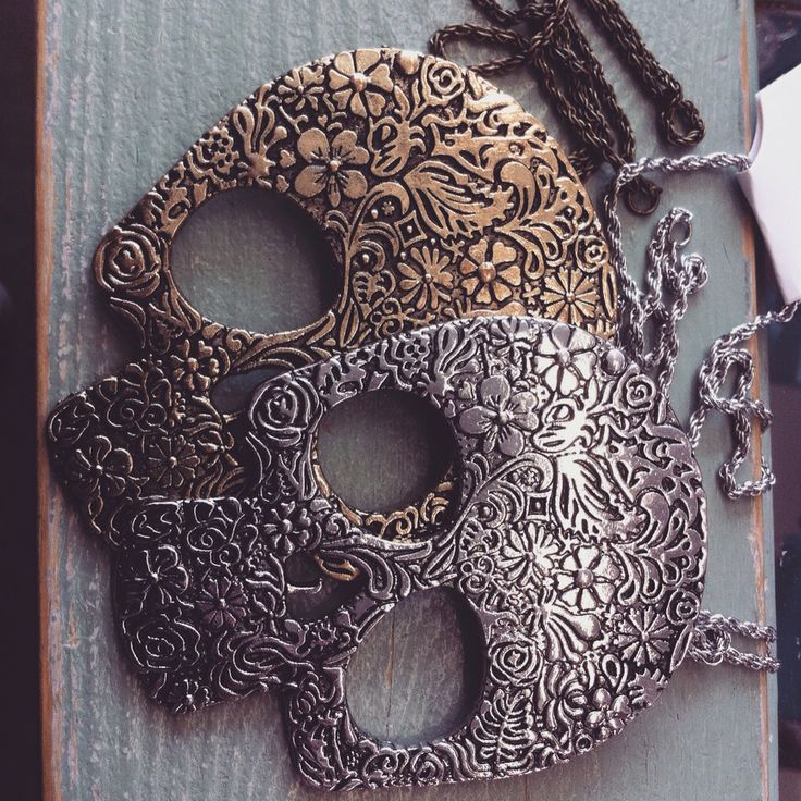Beautiful embellished skull necklaces #skull #pretty #prettyskull #jewellery #necklace #embellished #£5 #ceryscloset #awesome #rockabilly