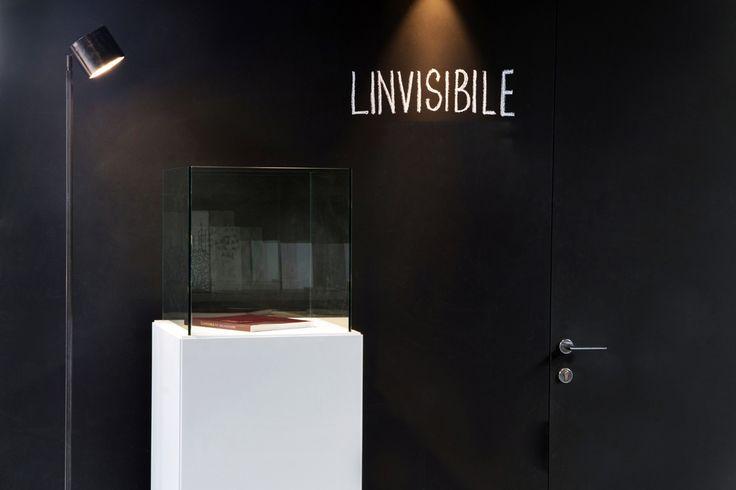 Linvisibile Alba Hinged door, as wall finish. Showroom MAT. #invisibledoors #internaldoors #MAT #showroom #designdoors