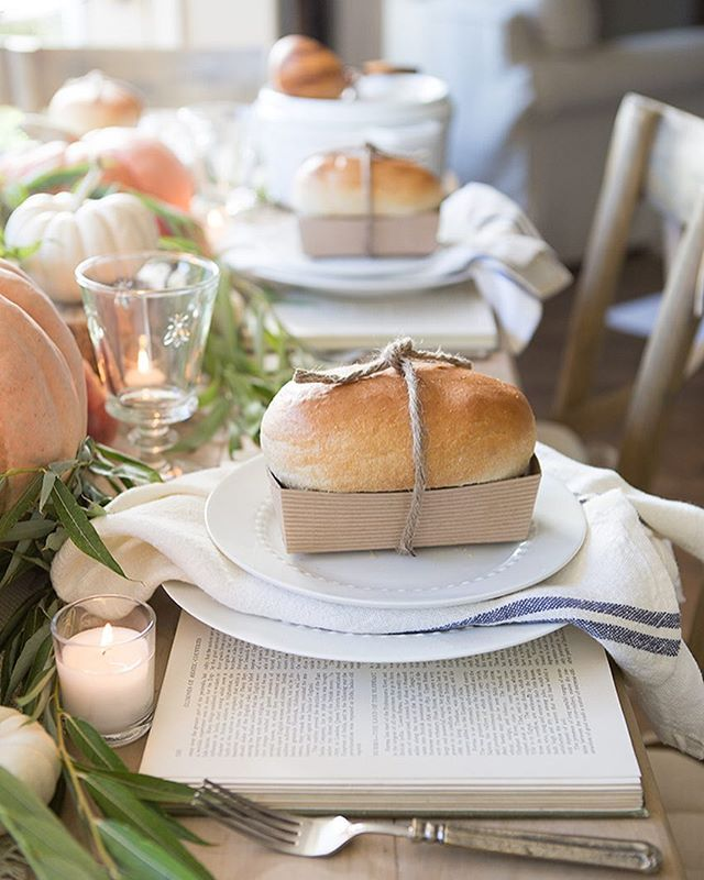 I absolutely adore this table setting from @ellaclaireblog! Look at those books and those darling loaves of bread at each setting! #farmhouseholidayseries