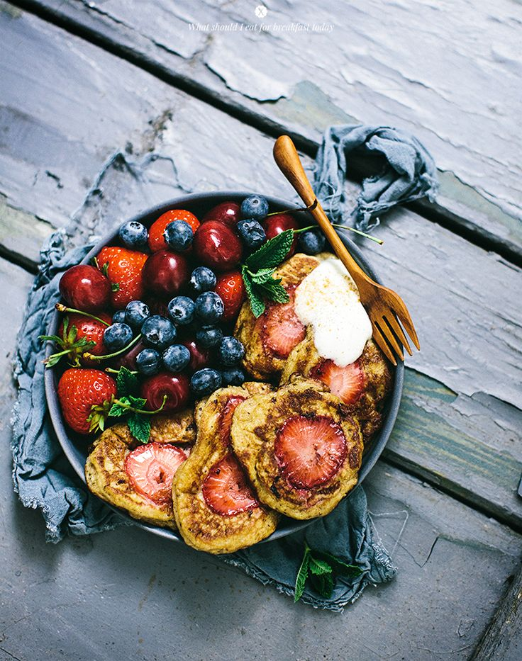 Pancakes with strawberries.