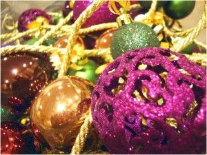 3 Cheap DIY Wedding Decorations With A Decor That Has A Purple Color