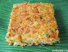 Овощной кугель. Безумно вкустнo!! Быстро, легко..... 2 морковки 2 маленьких цукини 1 луковица 4 зубчика чеснока 3 яйца 4 ст.л. оливкового масла 3 ст.л. молотых сухарей 1/4 ч.л. сухого базилика 1 ст.л. мелко нарубленной петрушки соль и черный перец по вкусу