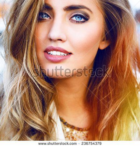 Photographie FEMME YEUX BLEU MODE | Shutterstock