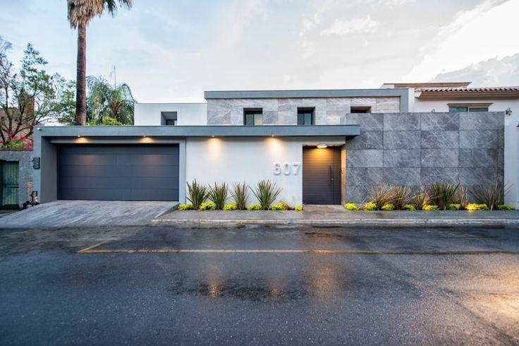 Busca imágenes de Casas de estilo moderno en gris: . Encuentra las mejores fotos para inspirarte y crea tu hogar perfecto.
