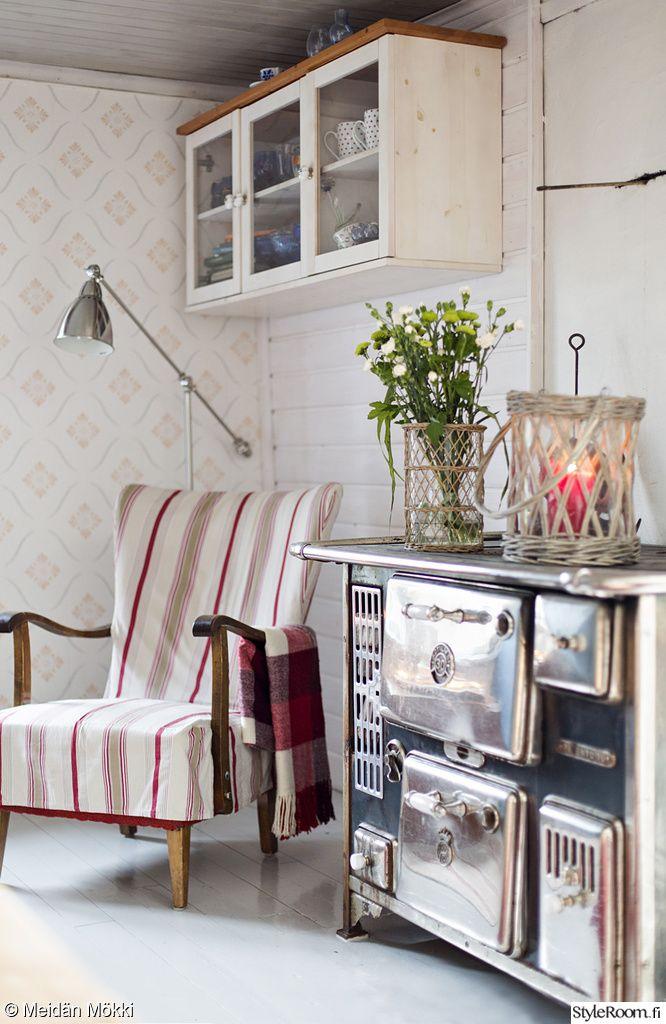 shabby chic cottage bungalow cabin country seaside decor. puuhella,oleskelutila,tupa,keittiö,olohuone,mökki